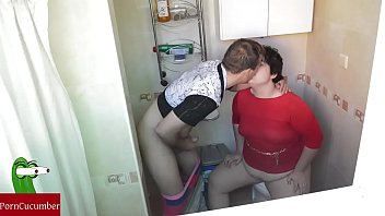 chubby girl pissing movie of Papa sous la douche