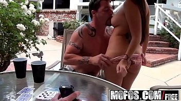 play three strip couples poker6 My wife face